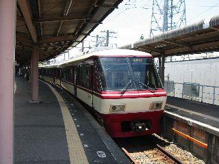 大牟田駅で待機する8000系特急