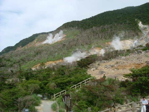 大涌谷。北海道の屈斜路湖の硫黄山みたいな感じ。外国人観光客がやけに多かったなあ…。