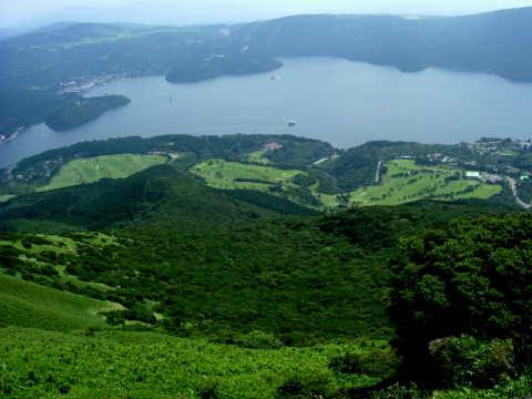 駒ケ岳から撮影した芦ノ湖。駒ケ岳山頂は涼しくて風があって見晴らしがいいのでぜひお勧め。