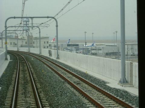 中部国際空港への連絡橋。関空みたいに鉄道が1階というわけでないので、見晴らしが良かったです。