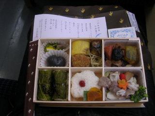 鹿児島中央で買った「つばめ弁当」