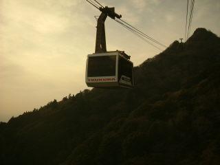 筑波山のロープーウェイ。女体山の山頂も見える。