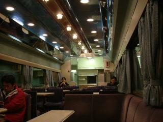 憧れの的だった食堂車。弁当持ち込んで食べていた人が結構いました。