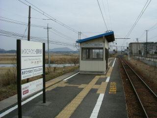 ルイス・C・ティファニー庭園美術館前駅。