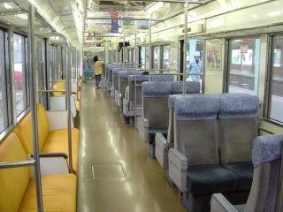 もと東急電車とは思えない車内でした