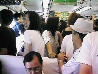 発車時点から超満員の姫路903発備中高梁行き車内